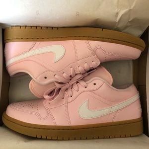 Women's air Jordan low Size 10.5 Pink !
